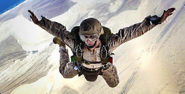 skydiving-678168_640 (1)