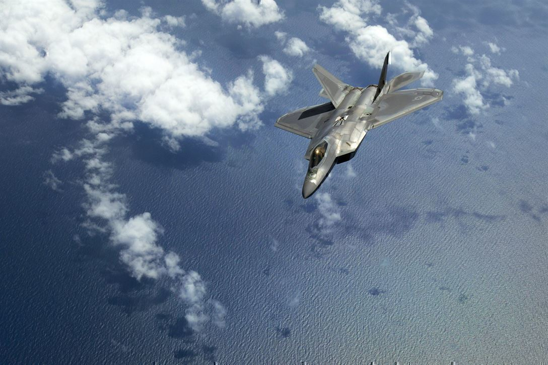 Watch One F-22 Raptor Dominate Five F-15s in a Dogfight