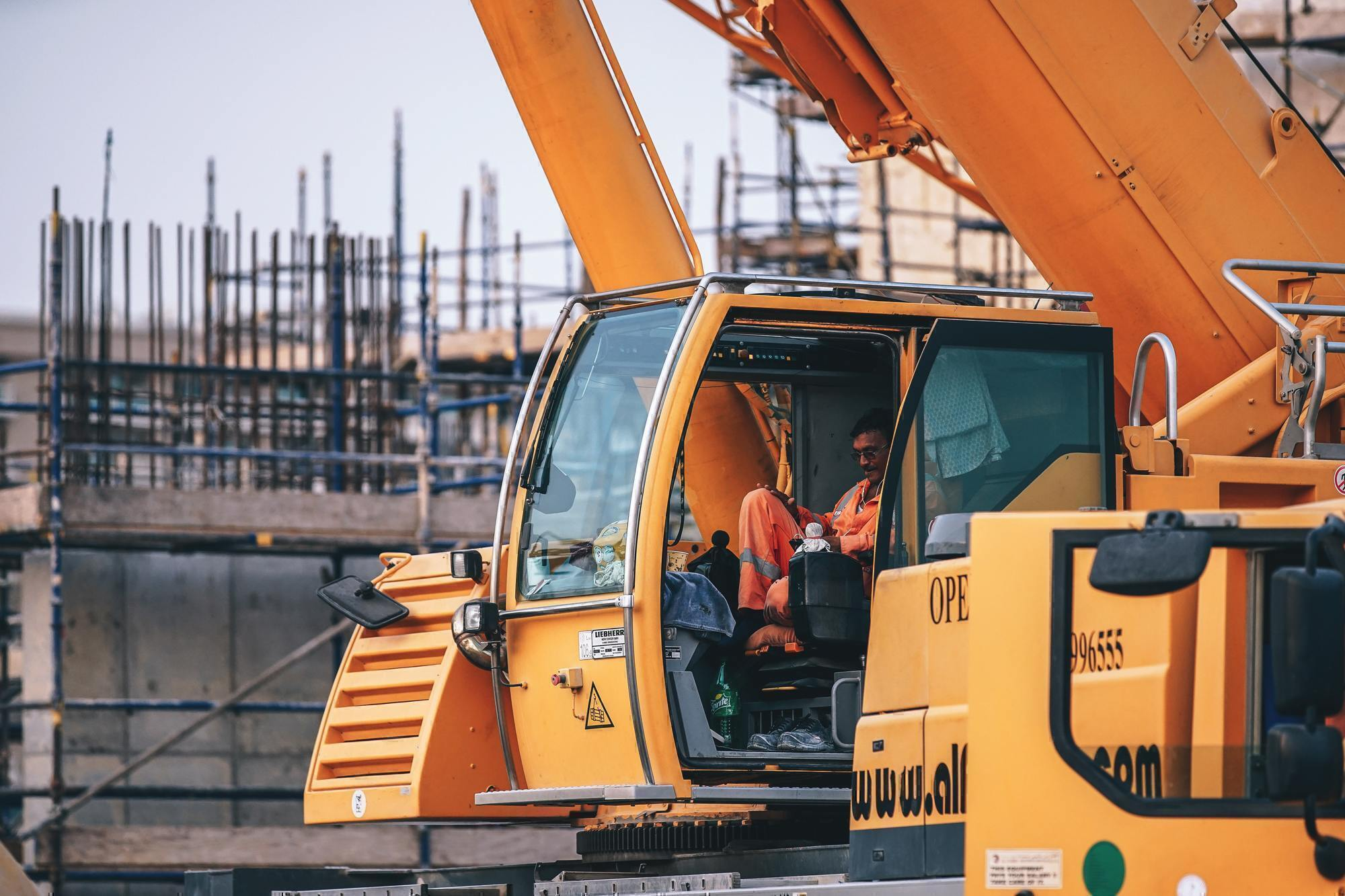 What to Know About Becoming a Heavy Equipment Operator