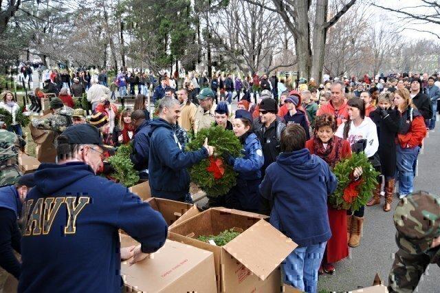 volunteers for Wreaths Across America