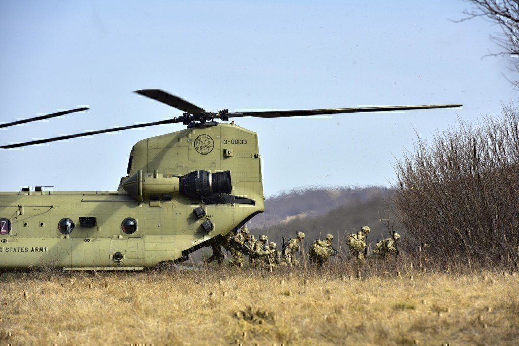 national guard training with a helicopter