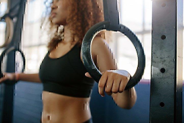 woman-using-gymnastics-rings