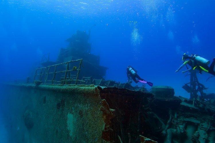 scuba-diving-sunken-ship