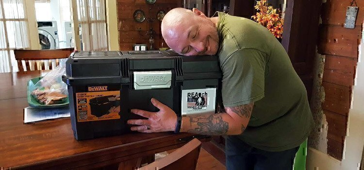 veteran-hugging-toolbox