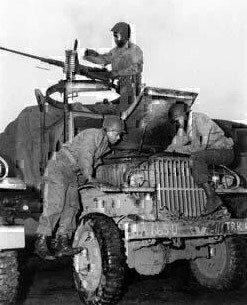soldiers-repairing-truck